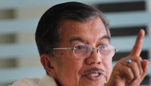 Mantan Wakil Presiden Jusuf Kalla (JK) menyesalkan terjadinya peristiwa penembakan terhadap Brimob di Poso, Sulawesi Tengah.
