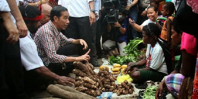 ilustrasi: Presiden Jokowi blusukan ke pasar tradisional di Papua (suaranews.com)