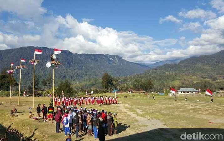 Suasana gladi bersih 17an di Ilaga (16/8/2015)