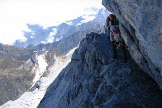 Pendaki tengah menuju Carstensz Pyramid