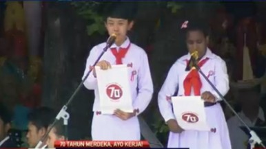 Dua anak Indonenesia yang mewakili anak-anak di seluruh Indonesia membacakan harapan-harapan kedepannya, yang dibacakan saat Upacara HUT ke-70 Republik Indonesia, di Istana Merdeka, Jakarta 17 Agustus 2015
