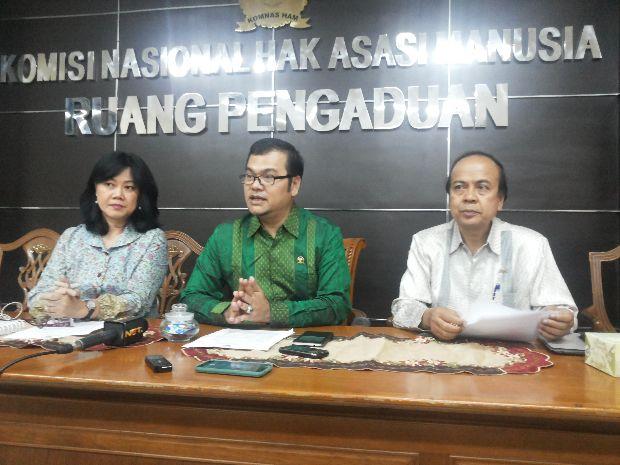 Dr Maneger Nasution, MA (tengah)