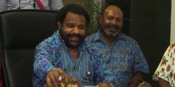 Staf Khusus Presiden Lenis Kogoya bertemu perwakilan masyarakat Suku Amungme, Papua untuk menuntut PT Freeport Indonesia membayar ganti rugi penggunaan lahan adat di kantor Kementerian Sekretariat Negara, Senin (14/9/2015).