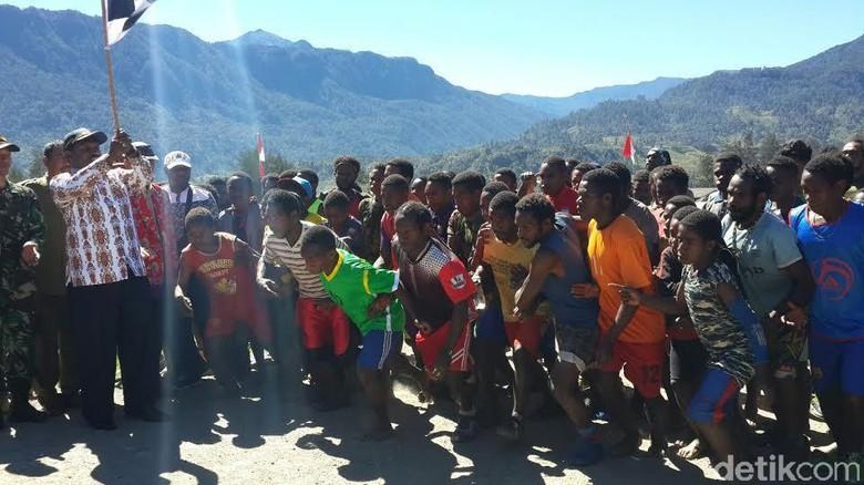 ilustrasi: Semangat Anak Puncak Papua Mengemban Pendidikan di Pedalama (detiknews)