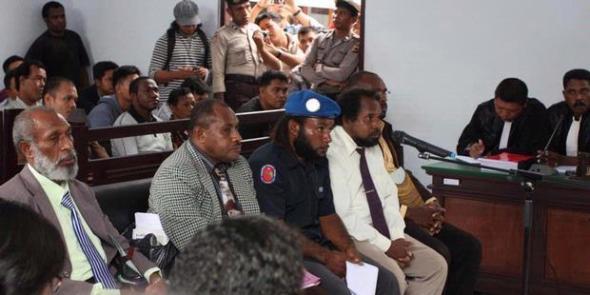 ilustrasi: sidang kasus makar Forkorus Yaboisembut dkk.