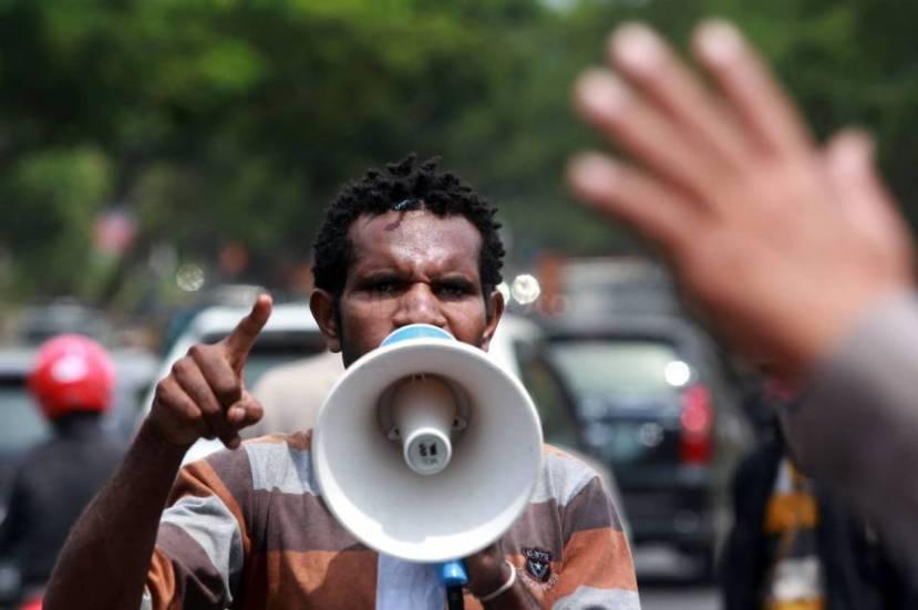 Mahasiswa Papua menuntut pengusutan kasus pelanggaran HAM di Papua. (Foto:.sindonews.com)