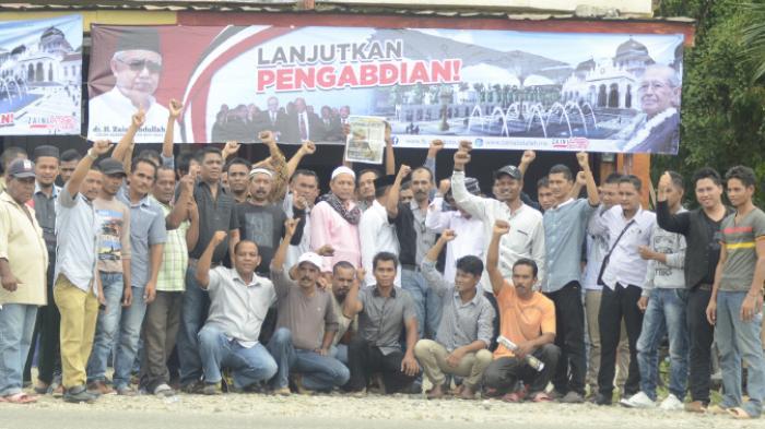 Foto Bersama Tim Pemenangan Doto Zaini di Aceh Timur usai deklarasi (25/05/2016).