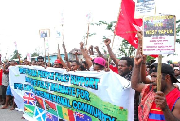 Demo warga Papua minta Referendum-4