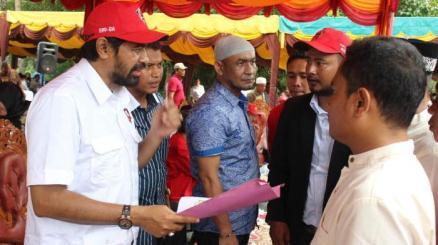 ketua-dpa-partai-aceh-muzakir-manaf-didampingi-wan