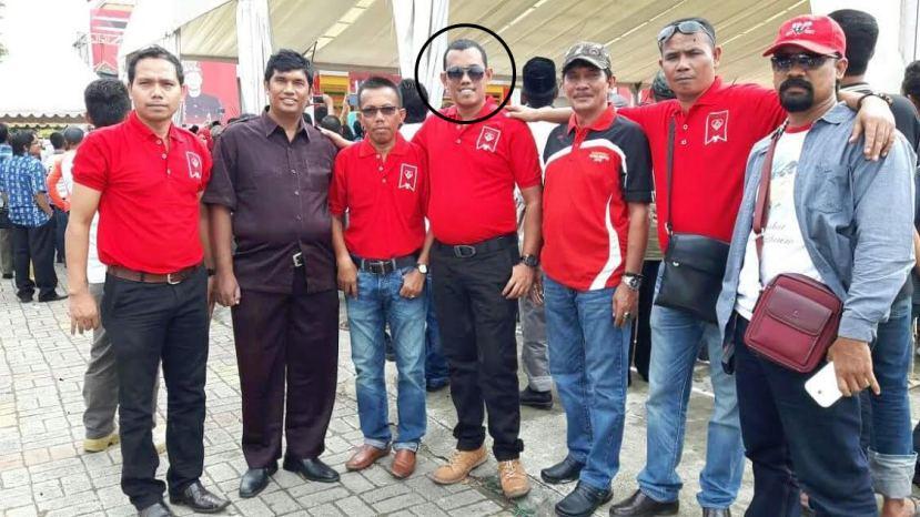 Sofyan Hamid (lingkaran hitam) saat foto bersama di Taman Ratu Safiatuddin, Banda Aceh, Sabtu (13/8)