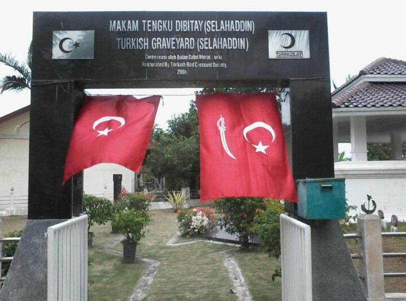 Bendera Bulan Bintang versi Kesultanan Turki Utsmani dan Kesultanan Aceh Darussalam