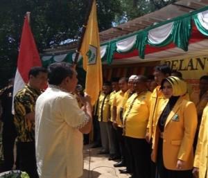 Ketua DPD I Partai Golkar Provinsi Aceh, TM Nurlif melantik pengurus DPD II Partai Golkar Kota Sabang masa bakti periode 2014-2019 di Taman Ria, Sabang, Sabtu (15/10)