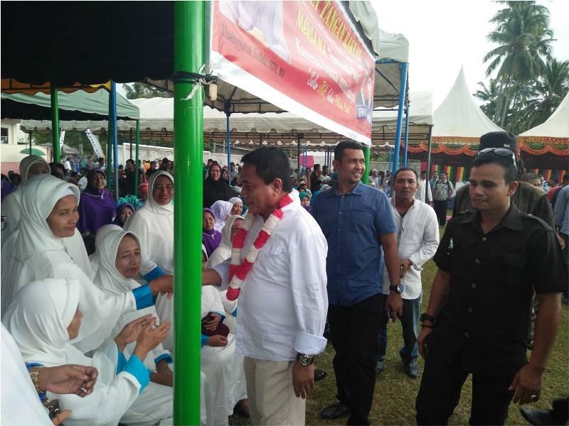 Calon Gubernur Aceh nomor urut 6 Irwandi Yusuf sambangi ribuan ibu-ibu di Aceh Selatan