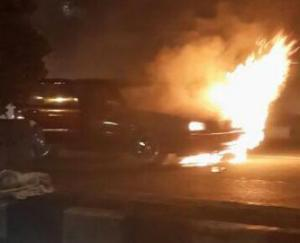 mobil-sedan-terbakar-di-jalan-margonda-depok-lalin-macet-total