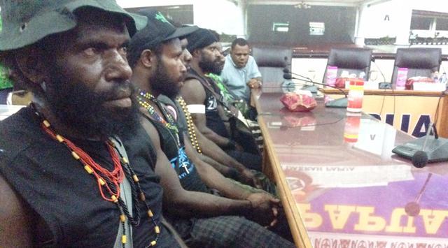 ilustrasi: 10 Anggota OPM yang menyerahkan diri kepada pemerintah daerah