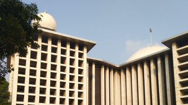 Simbol Toleransi Indonesia Empat Masjid Dan Gereja Ini Berdampingan